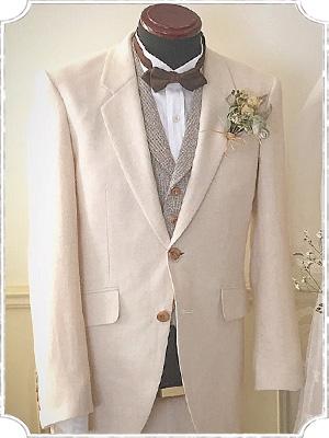 綿麻のベージュのウェディングスーツ
